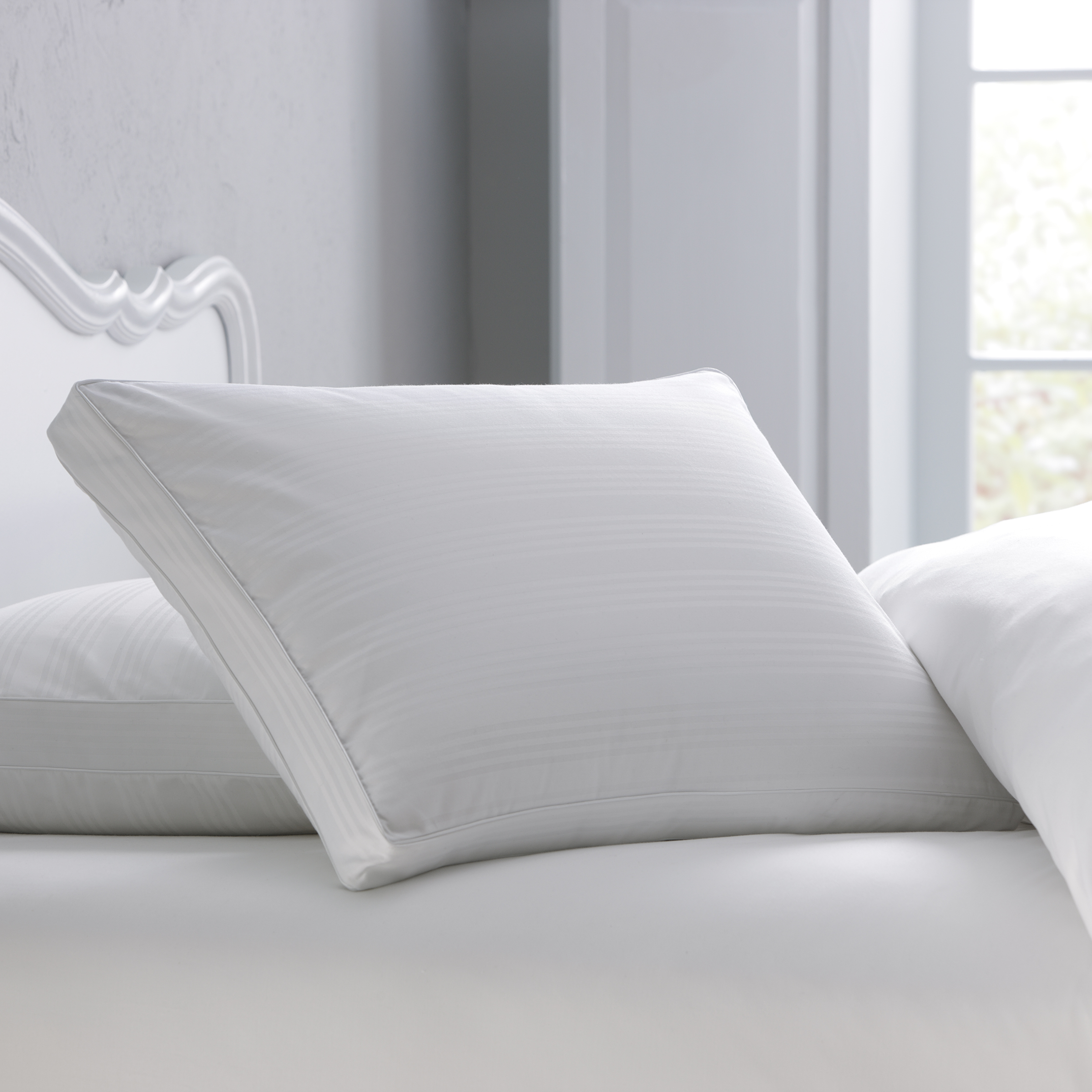 GoLinens: Pacific Coast Spring Air Grand Impression Graduated Gusset Firm Density Cotton Pillow for Back Sleepers (5 yrs Warranty)